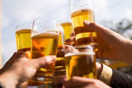 Rượu bia nhiều – nguyên nhân bệnh trĩ