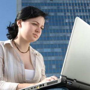 Ngồi máy tính nhiều dễ bị bệnh trĩ
